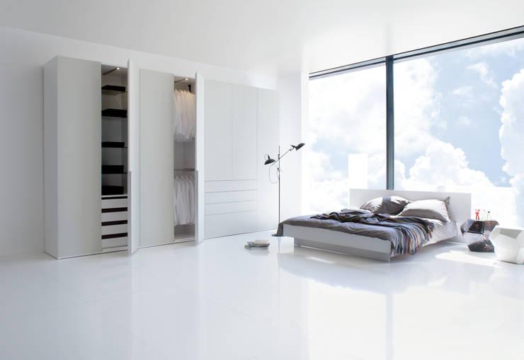11 kleiderschr nke die uns in staunen versetzen. Black Bedroom Furniture Sets. Home Design Ideas