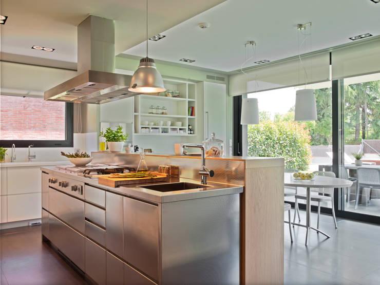 Cocina y planchador actuales de deulonder arquitectura for Cocina 11 metros cuadrados