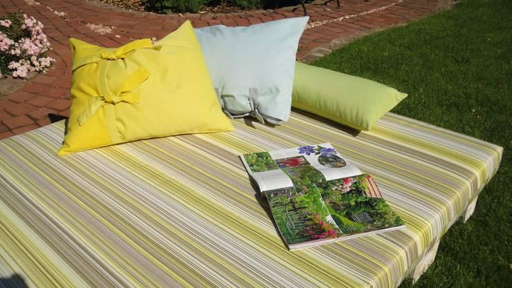 ausklappbare gartenliege aus paletten von wohnideen lebedies homify. Black Bedroom Furniture Sets. Home Design Ideas