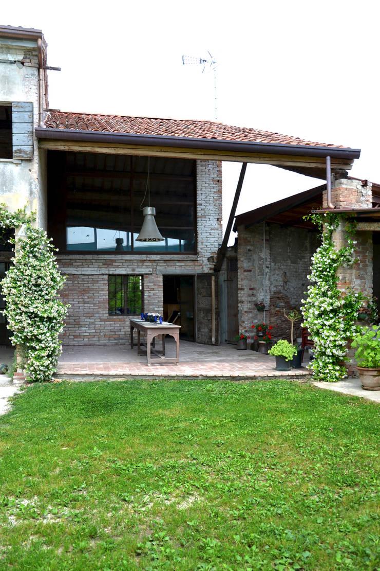 Ristrutturazione casa di campagna di bongiana architetture - Ristrutturazione casa campagna ...