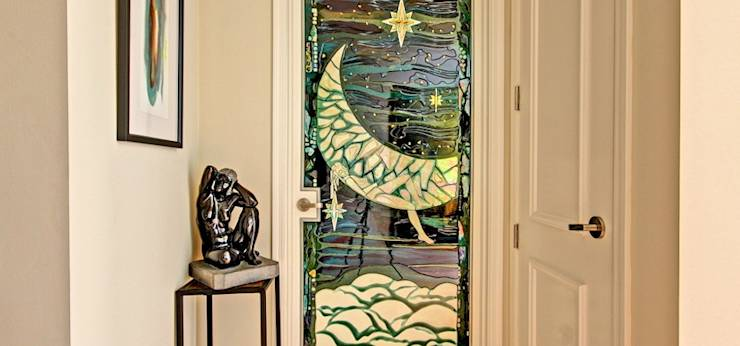Puertas y ventanas de estilo moderno por Valeriano Villegas