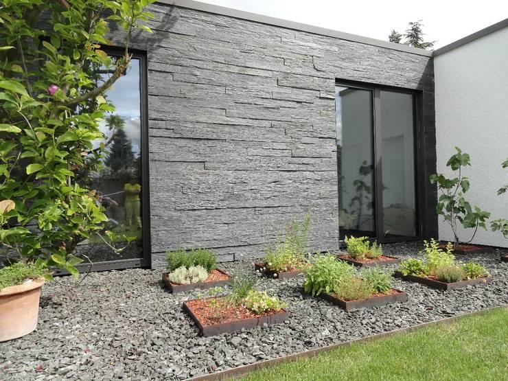 modern Walls & floors by MM NATURSTEIN GMBH