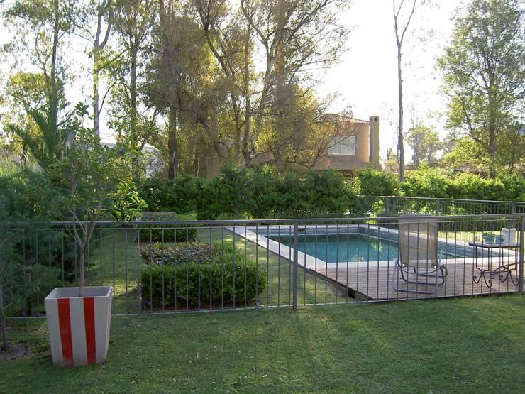 25 bardas y cercos para delimitar tu terreno con estilo - Vallas decorativas para jardin ...