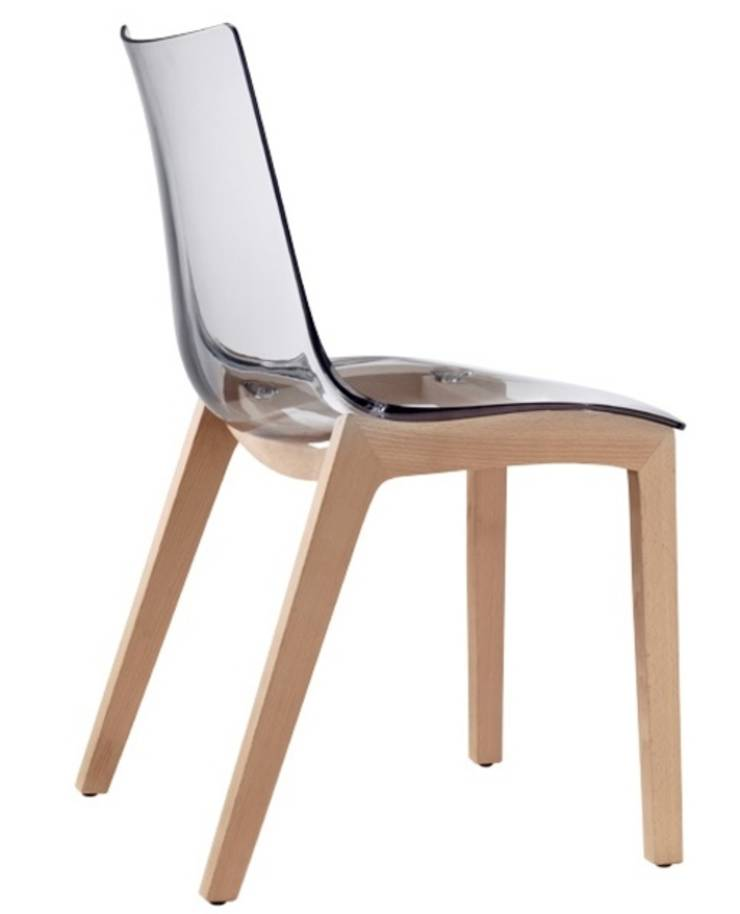 Les chaises design sledge par sledge mobilier design homify for Chaise transparente table bois