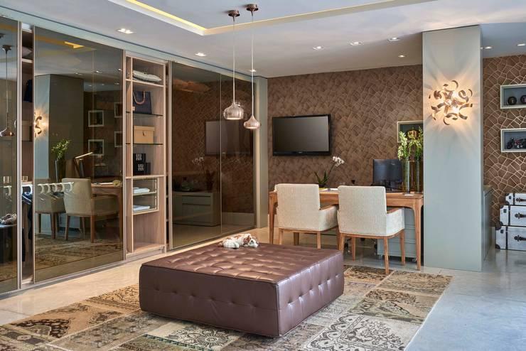 Decora Lider Salvador - Closet do casal : Quartos translation missing: br.style.quartos.moderno por Lider Interiores