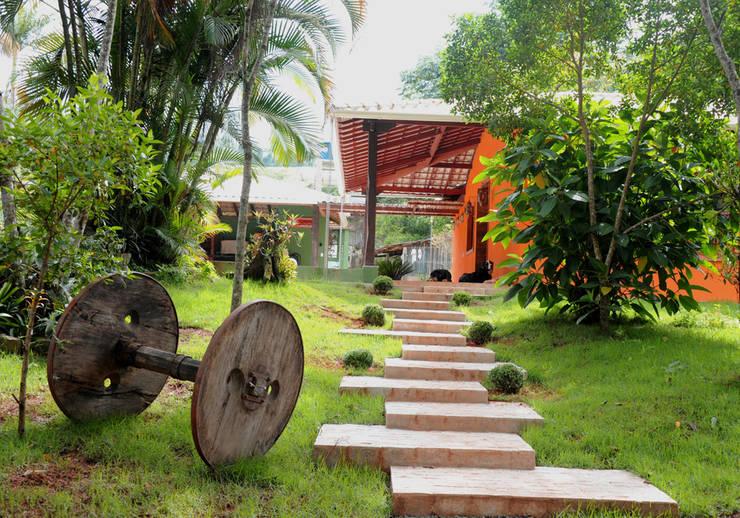 escadas rusticas jardins : escadas rusticas jardins:Casas de estilo translation missing: ve.style.casas.rustico por