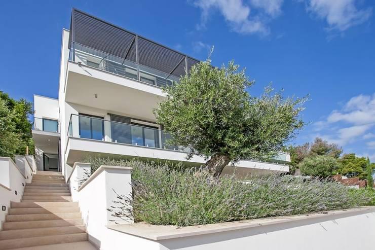 Una casa espectacular for Casa de lujo minimalista y espectacular con piscina por a cero