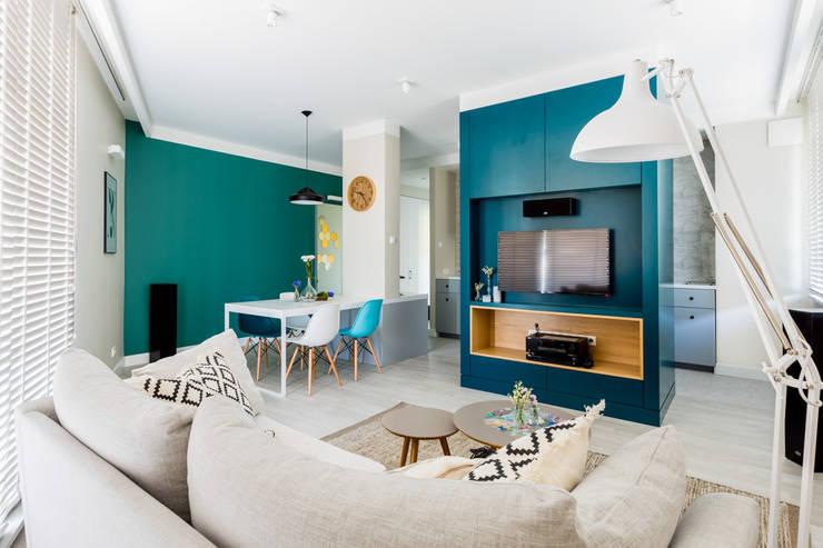 Salas de estilo escandinavo por Ayuko Studio