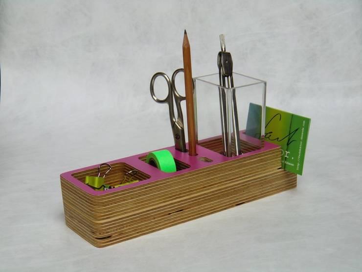 Ordnung auf dem schreibtisch von farbdoktor homify for Schreibtisch utensilo