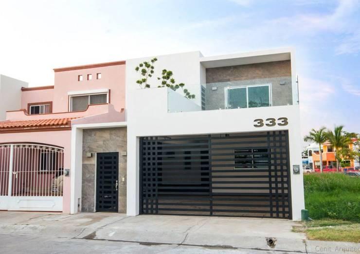 12 fachadas de casas con garaje que te van a encantar y a for Puertas que abren hacia afuera
