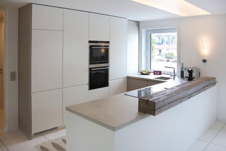 Küchenarbeitsplatte in einer münchner dachgeschoßwohnung moderne