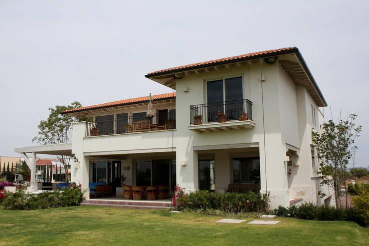 10 casas de dos pisos por arquitectos mexicanos for Arquitectos para casas