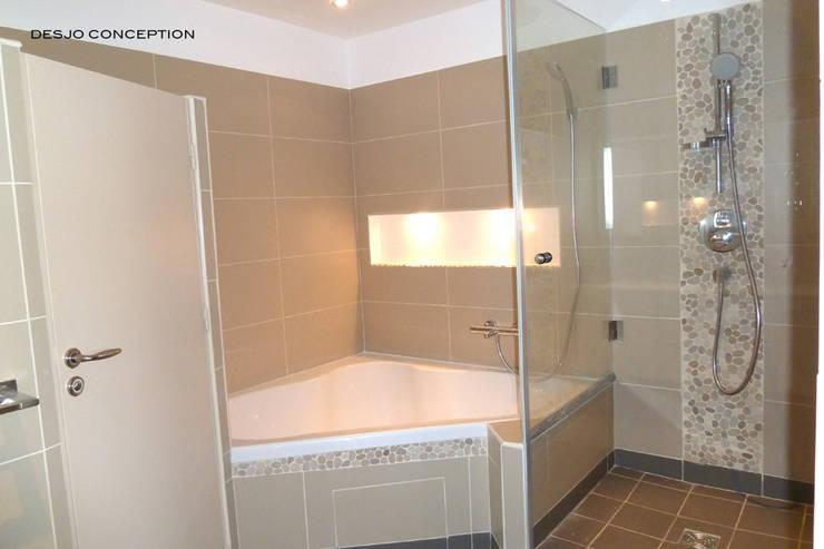 Quel design pour une salle de bains classique for Bain en coin avec douche