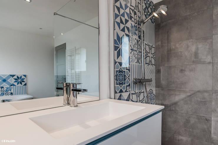 salle de bains et carreaux ciment bleus par pixcity agence de photographie homify. Black Bedroom Furniture Sets. Home Design Ideas