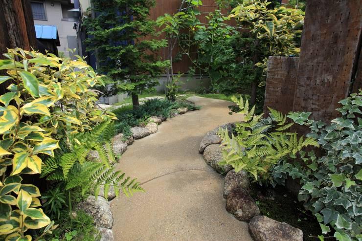 Jardín de estilo translation missing: mx.style.jardín.eclectico por 平山庭店