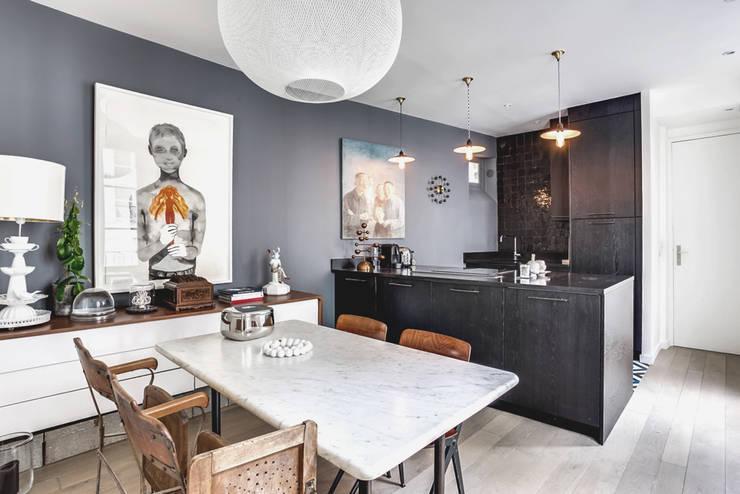 H t bewijs dat je niet bang hoeft te zijn voor donkere kleuren - Moderne entree decoratie ...