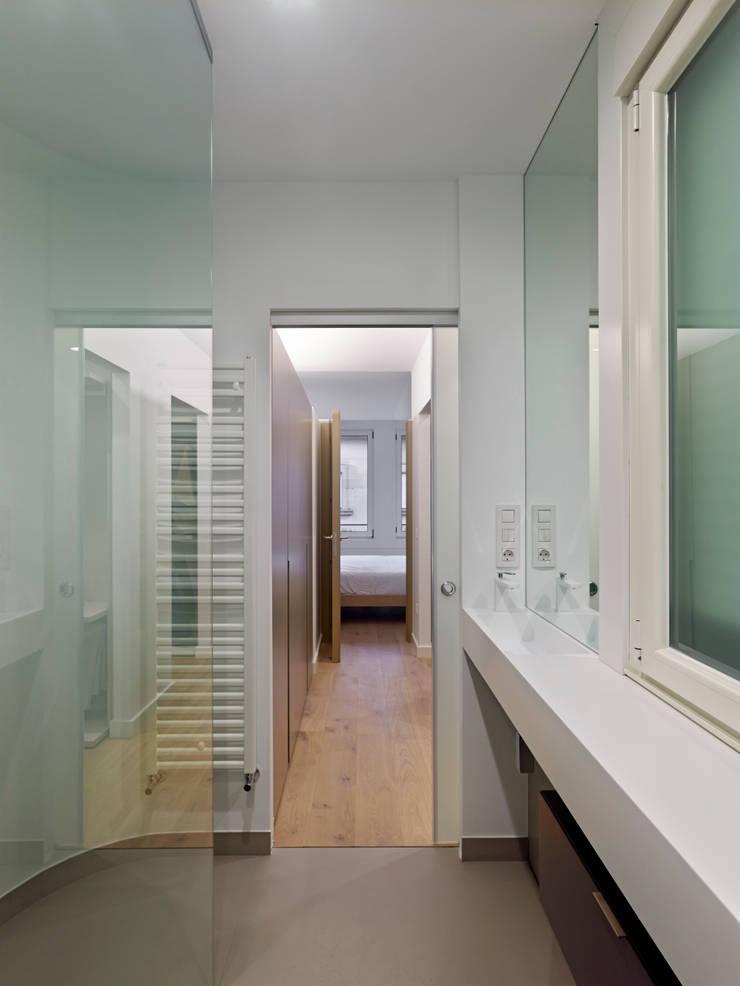 Reforma Baño Ourense:REFORMA INTEGRAL DE PISO EN EL CENTRO DE OURENSE: Baños de estilo
