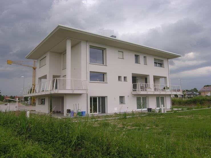 Una villa bifamiliare tutta da scoprire for Facciate di case moderne