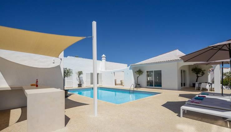 Mediterraans wonen op een eigentijdse manier - Zwembad entourage ...