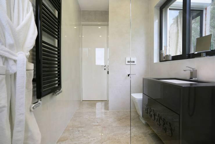 8 petits changements r volutionnaires pour la salle de bain. Black Bedroom Furniture Sets. Home Design Ideas