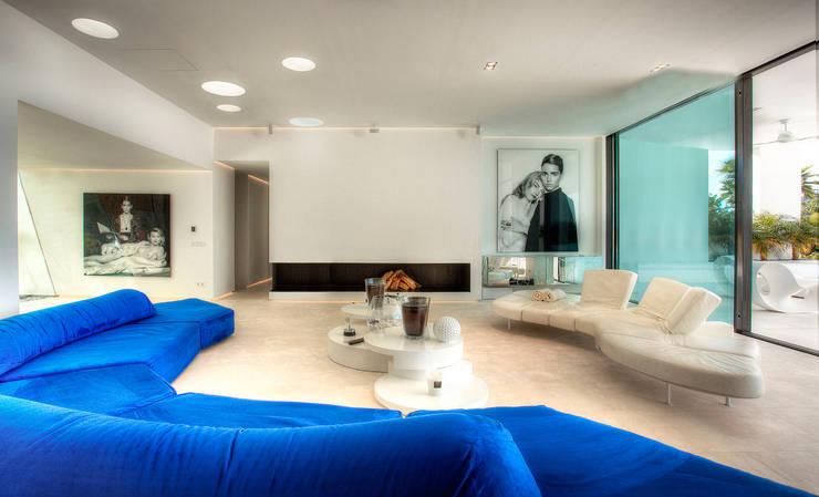 oasis mobiliario jardim:Salas de estar modernas por MG&AG.ARQUITECTOS