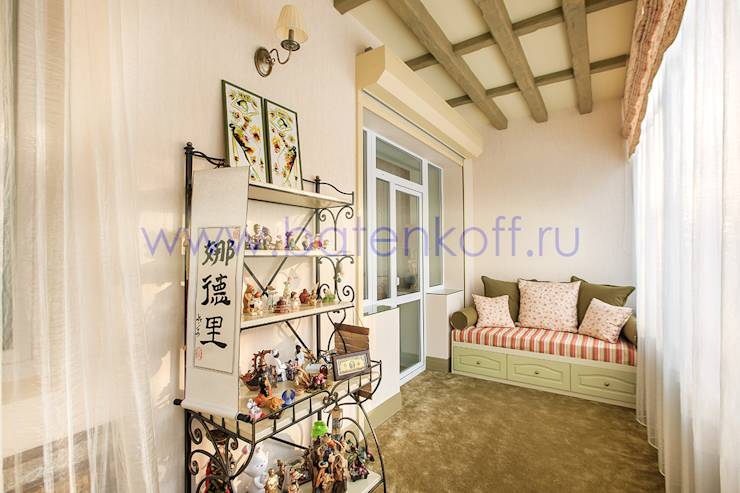 Фото реализованного под ключ балкона и спальни в кантри стил.
