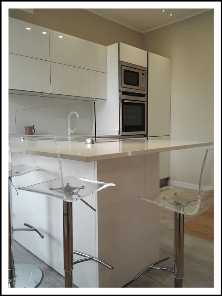 Cucina in vetro laccato bianco di formarredo due homify - Piano di lavoro cucina in quarzo ...