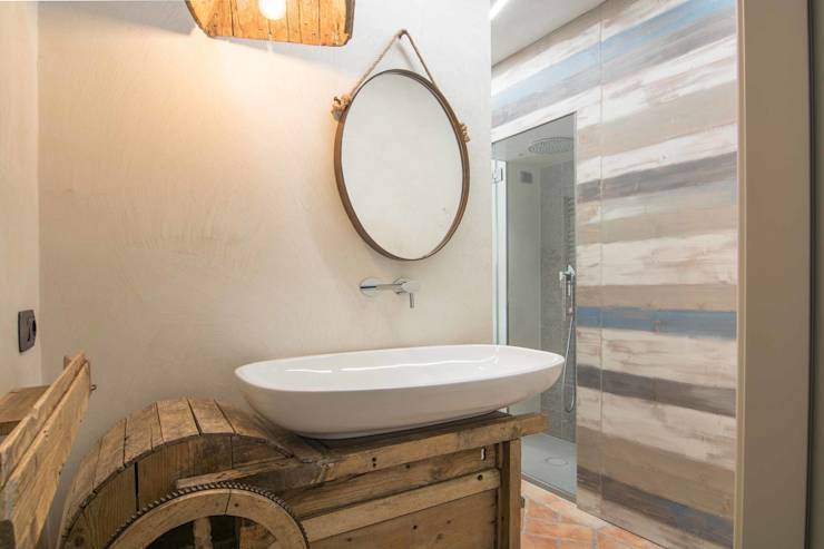 Reclaimed old tool became a brand new sink: Bagno in stile in stile ...