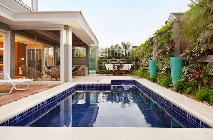 Piscinas de estilo translation missing: cl.style.piscinas.eclectico por ANDRÉ PACHECO ARQUITETURA