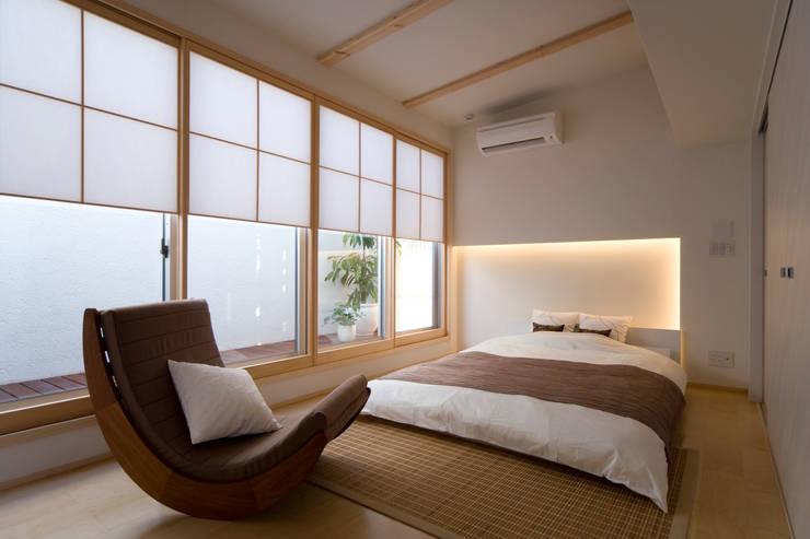 凛椛Classic: 一級建築士事務所 株式会社KADeLが手掛けたtranslation missing: jp.style.寝室.modern寝室です。