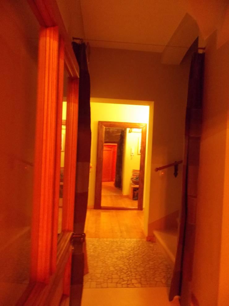 spiegel regal sowie schiebet r aus altholz mit einem torbeschlag von rustikales m beldesign. Black Bedroom Furniture Sets. Home Design Ideas