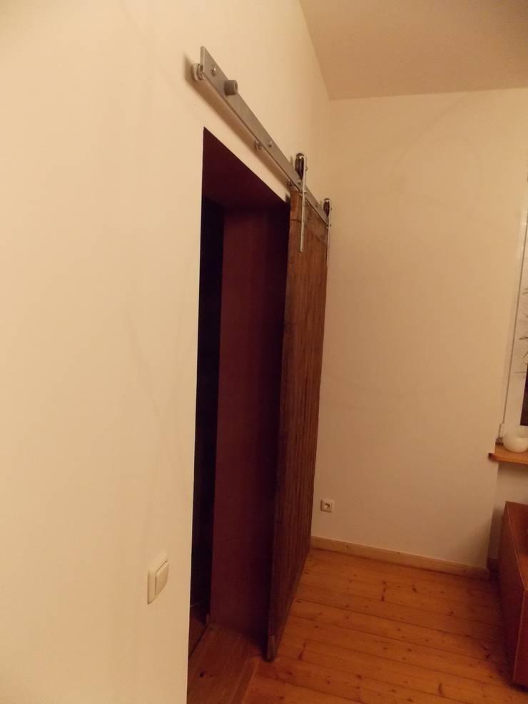 Spiegel regal sowie schiebet r aus altholz mit einem for Spiegel id
