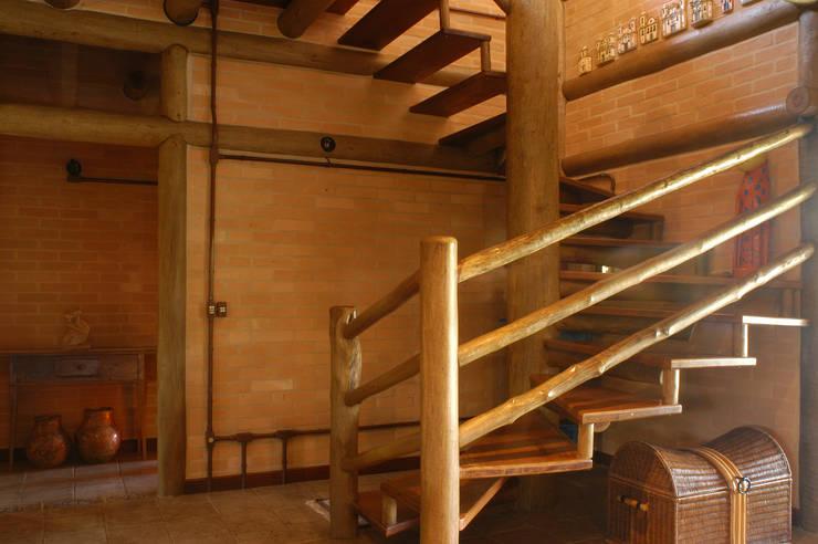 15 ideas de escaleras r sticas para embellecer tu casa - Escaleras rusticas de madera ...