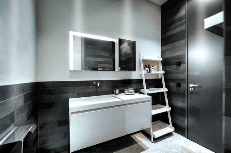 이보다 더 완벽한 작은 화장실 수납법은 없다!
