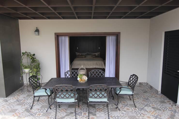 Bilbaoo Residencial : Terrazas de estilo translation missing: mx.style.terrazas.eclectico por Lo Interior