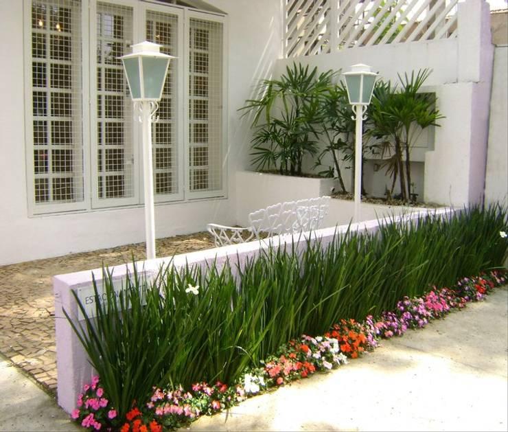 fotos de decoracao de interiores residenciais: .taman.minimalis Taman by MC3 Arquitetura . Paisagismo . Interiores
