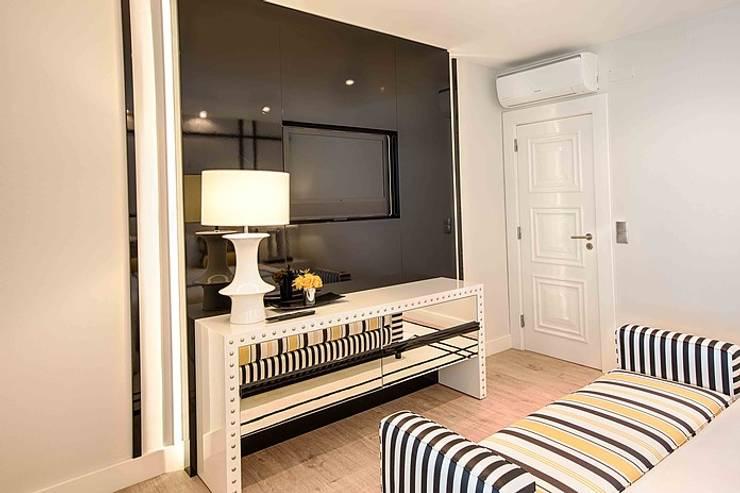 Dormitorios de estilo moderno de Artica by CSS