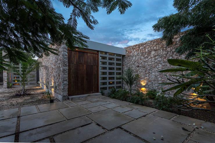 7 fachadas modernas por arquitectos mexicanos - Fachadas de talleres ...
