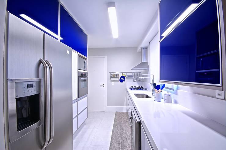Cocinas de estilo moderno por Veridiana França Arquitetura de Interiores