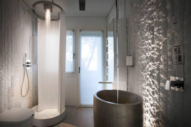 10 fantastici bagni moderni con doccia for Grandi bagni padronali
