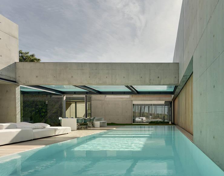 Piscinas de estilo translation missing: cl.style.piscinas.mediterraneo por guedes cruz arquitectos