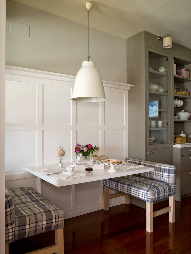Cocina y planchador con el sello inconfundible de for Mesas de cocina con banco