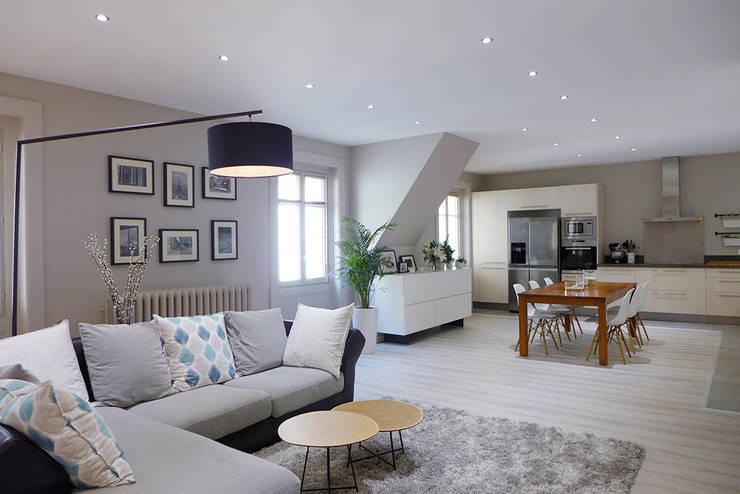 une pi ce de vie contemporaine dans les teintes de gris perle et bleu p trole par sk a homify. Black Bedroom Furniture Sets. Home Design Ideas