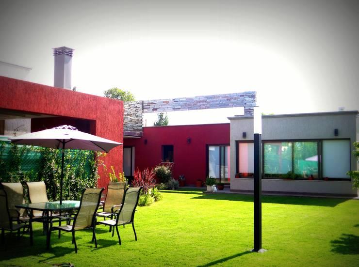 oasis mobiliario jardim:Jardins modernos por VYC Arquitectura