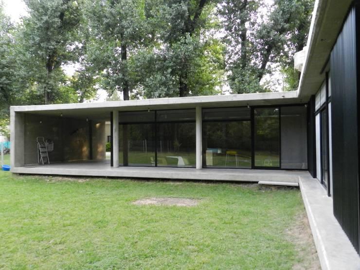 Casa bunker en la reja moreno de dammuebles homify for Casa moderno kl