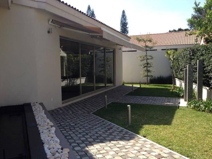 Club de Golf Santa Anita: Casas de estilo moderno por Arki3d