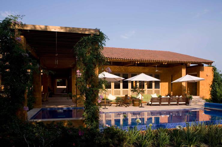 translation missing: id.style.kolam-renang.modern Kolam Renang by José Vigil Arquitectos