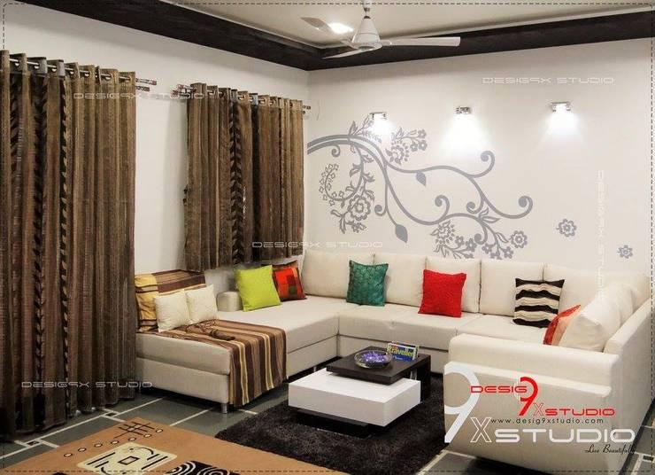 Lo que no debes hacer al decorar tus paredes for Decorar paredes living