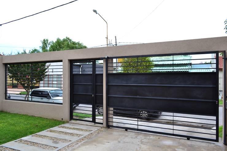 20 dise os de bardas y cercos para delimitar con estilo tu - Diseno garajes para casas ...