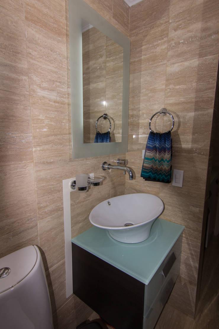 Baños de estilo moderno por TRIBU ESTUDIO CREATIVO